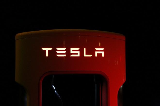 Αντεπιτίθεται με μήνυση ο πρώην εργαζόμενος της Tesla που κατηγορήθηκε για υποκλοπή δεδομένων