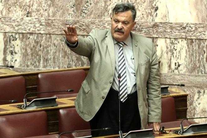 Νέο προκλητικό επεισόδιο με βουλευτή της Χρυσής Αυγής στη Βουλή