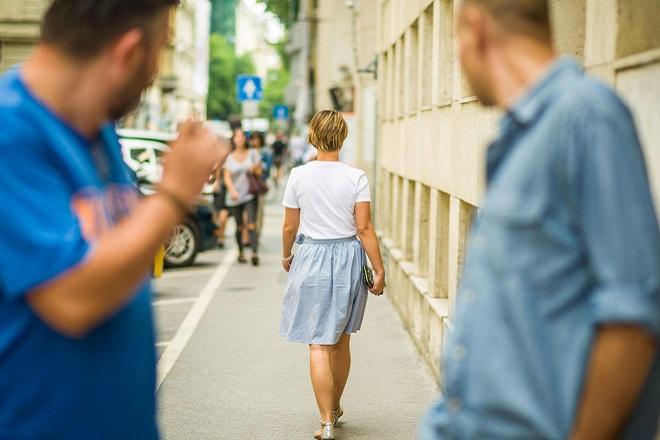 Υψηλά πρόστιμα εφεξής στη Γαλλία για τη σεξουαλική παρενόχληση στον δρόμο