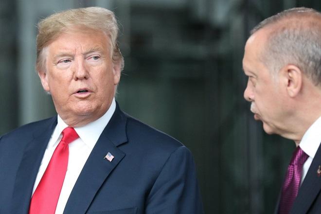 Τεντώνει το σχοινί ο Ερντογάν: «Πάγωσε» τα περιουσιακά στοιχεία υπουργών των ΗΠΑ