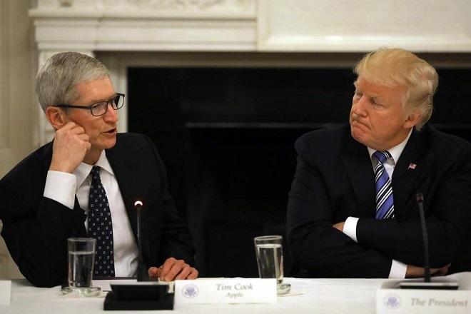 Πώς βλέπει ο Τιμ Κουκ τους δασμούς Τραμπ – Ποια η θέση της Apple