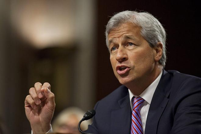 CEO της JP Morgan: Είμαι εξυπνότερος από τον Τραμπ – Τι απάντησε ο Αμερικανός πρόεδρος
