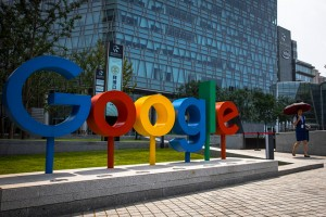 epaselect epa06925017 A Chinese woman walks next to a 'Google' brand name and logo, near the Google office in Beijing, China, 03 August 2018. Google is in the process to develop a version of its search system that will suit for China's censorship laws, according to the media reports.  EPA/ROMAN PILIPEY