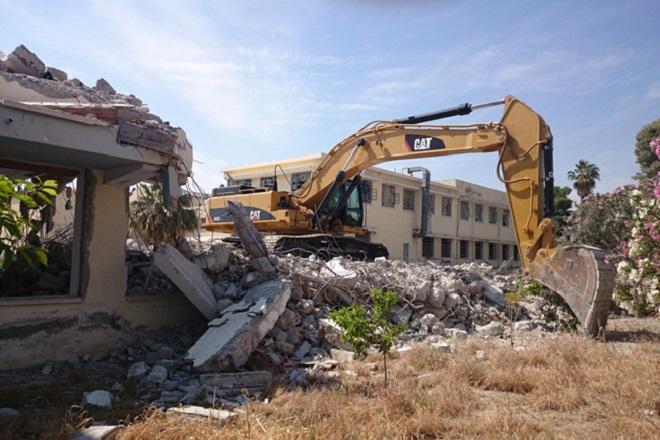 «Άνοιξε» ο δεύτερος κύκλος κατεδάφισης αυθαίρετων κτισμάτων στην Αττική