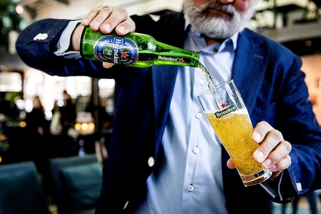 epa05826628 A man pours a bottle of alcohol free beer into a glass in Amsterdam, the Netherlands, 03 March 2017 as Dutch brewer Heineken introduces their first alcohol free beer. The brand Heineken 0.0 will be available in other countries at a later date.  EPA/OEN VAN WEEL