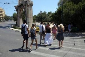 tourists athens greece parliament τουριστες ελλαδα αθηνα αδριανου