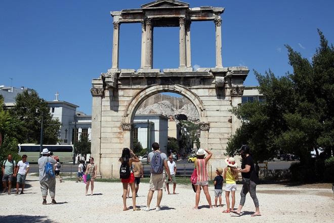 tourists athens greece parliament τουριστες ελλαδα αθηνα αδριανου φωτογραφίες