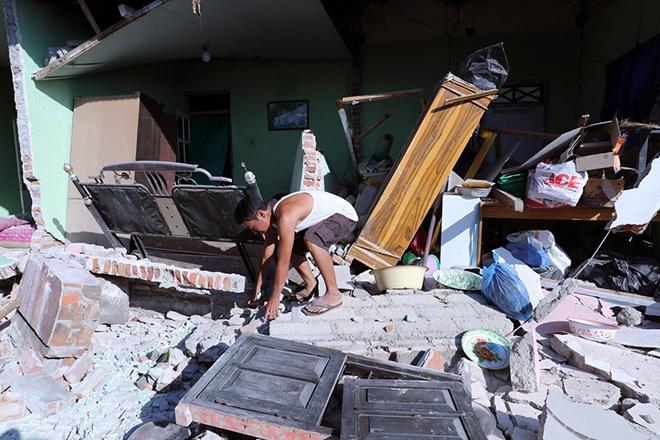 Τουλάχιστον 98 οι νεκροί από τον ισχυρό σεισμό στο Λομπόκ της Ινδονησίας