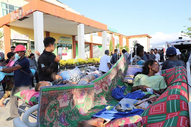 Στους 321 ο τραγικός απολογισμός των νεκρών από τον σεισμό στο νησί Λομπόκ