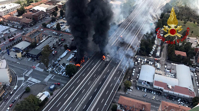 Fire caused by an accident between cars in Borgo Panigale near Bologna