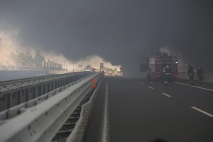 epa06930754 Smoke rises as at least twenty people were injured in the fire, followed by the road accident, which occurred on the Via Emilia in Borgo Panigale, Bologna, Italy 06 August 2018. The extinguishing of the flames has been made difficult by the extreme heat that makes it difficult to approach.  EPA/GIORGIO BENVENUTI