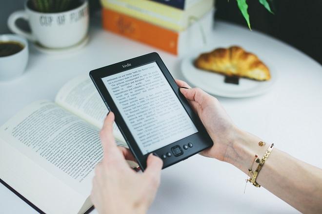 book-ebook-female διαβασμα βιβλιο επιχειρηση δουλεια book