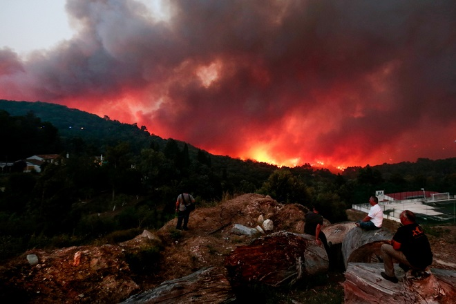 «Καμίνι» η Ευρώπη – Μαίνονται οι πυρκαγιές στην Πορτογαλία