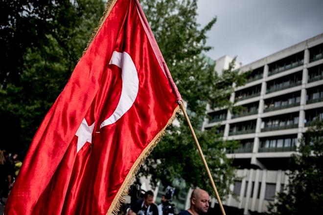 Παραλήρημα συμβούλου του Ερντογάν: «Έλληνες είστε νάνοι, θα πεθάνετε από την πείνα»