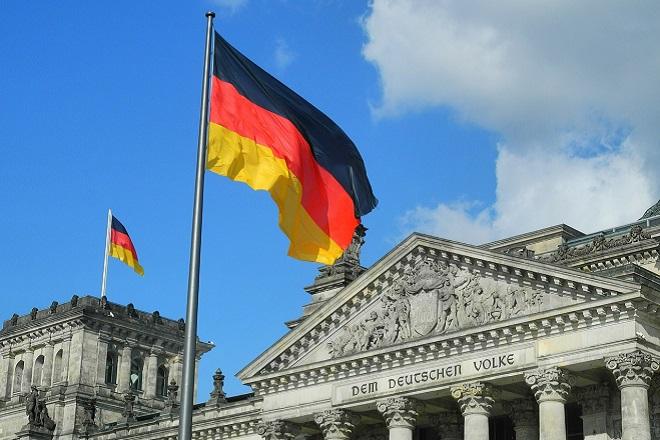 Δύο «κυκλώνες» που ξεκινούν από τη Γερμανία και μπορεί να γίνουν «τυφώνες» για την Ευρώπη