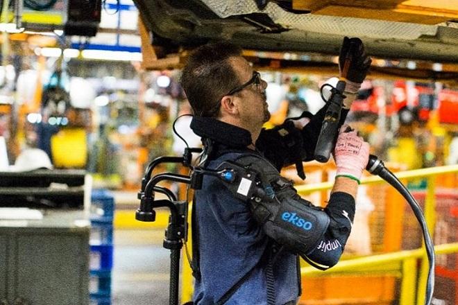Με μηχανικούς εξωσκελετούς εφοδιάζονται εργάτες της Ford