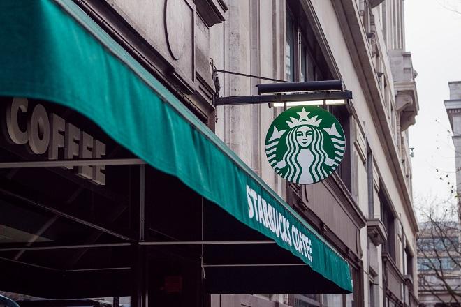 Θα πληρώνουν πλέον οι πελάτες των Starbucks με Bitcoin;