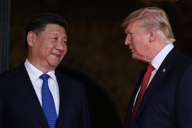 Ο Τραμπ κατηγορεί την Κίνα ότι «χάκαρε» τα e-mail της Κλίντον