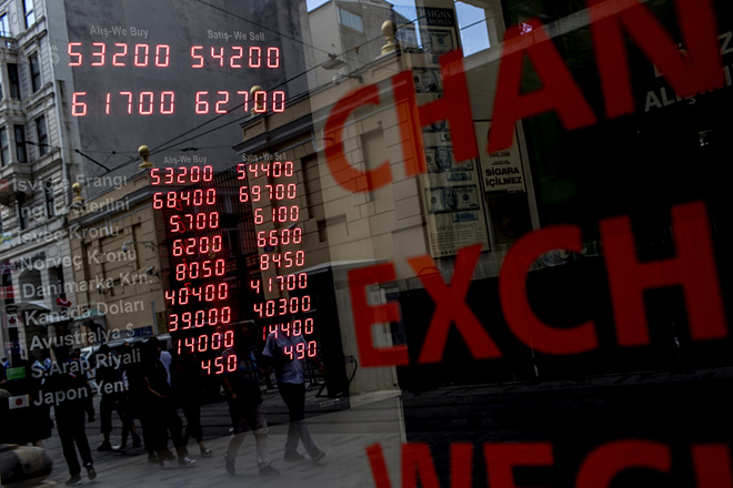 epaselect epa06937823 Currency exchange office board displays rates in Istanbul, Turkey, 09 August 2018. Reports on 09 August state Turkish Lira hit record low against major currencies, recording 5.42 liras against the US dollar. The Turkish currency had plunged by almost 30 percent against the US dollar since the end of last year.  EPA/SEDAT SUNA