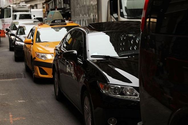 Ν. Υόρκη: Η πρώτη πόλη των ΗΠΑ που βάζει «φρένο» σε Uber και Lyft