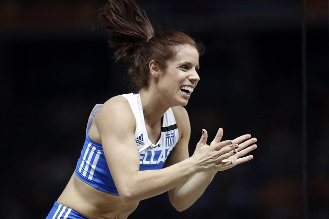 epa06938851 Ekaterini Stefanidi of Greece celebrates after an attempt in the women's Pole Vault final at the Athletics 2018 European Championships, Berlin, Germany, 09 August 2018.  EPA/CHRISTIAN BRUNA