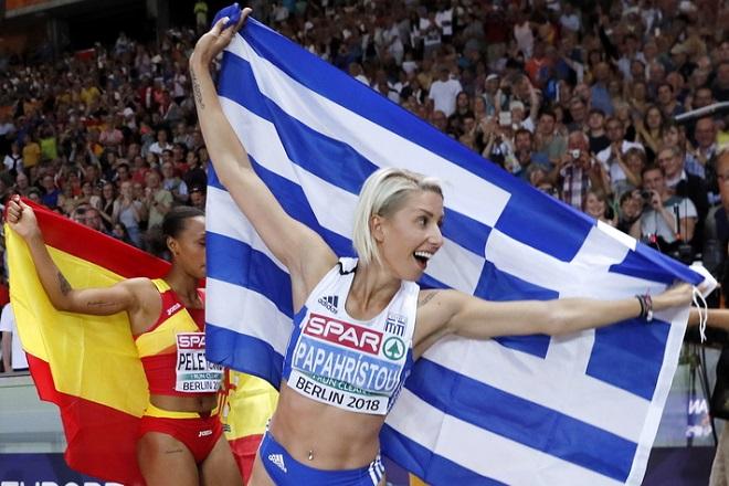 epa06942019 Paraskevi Papachristou of Greece celebrates winning the Women's Triple Jump final at the Athletics 2018 European Championships, Berlin, Germany, 10 August 2018.  EPA/FELIPE TRUEBA