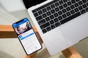 facebook laptop iphone