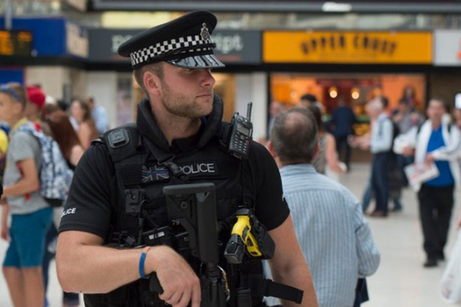 Τρομο-φάκελοι με αυτοσχέδιους εκρηκτικούς μηχανισμούς σε Heathrow και σιδηροδρομικούς σταθμούς στο Λονδίνο