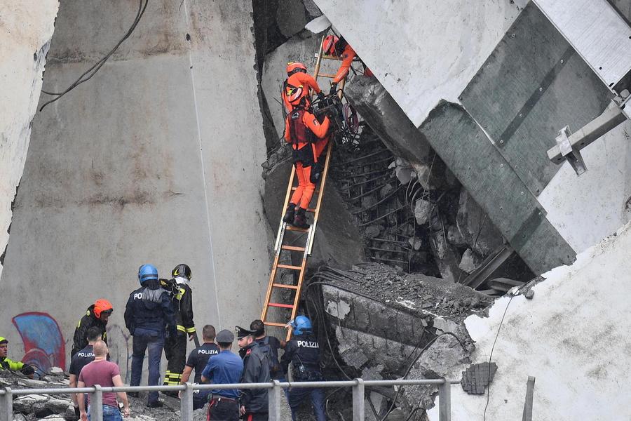 Οι ιταλικές αρχές εκτιμούν πως υπάρχουν 10-20 αγνοούμενοι στα συντρίμμια της γέφυρας Μοράντι