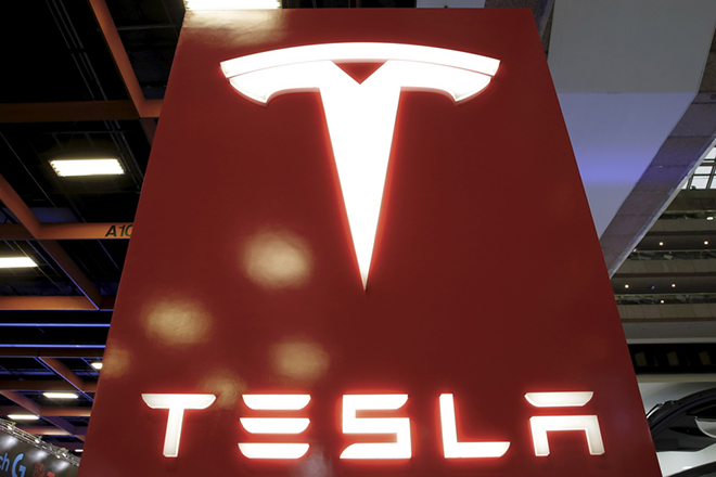 epa06922036 (FILE) - The logo of Automaker company Tesla is pictured in Taipei, Taiwan, 06 December 2017 (reissued 01 August 2018). Tesla is to announce their 2nd quarter 2018 results on 01 August 2018.  EPA/RITCHIE B. TONGO