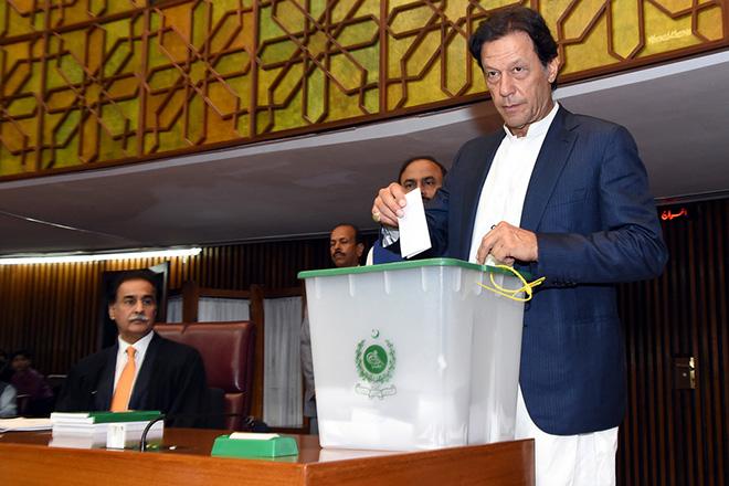Ο πρώην πρωταθλητής του κρίκετ Ίμραν Χαν εξελέγη πρωθυπουργός του Πακιστάν