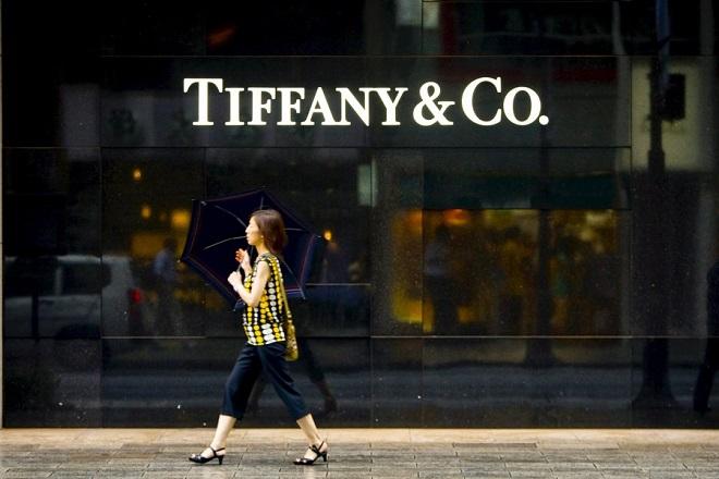 Πώς οι Κινέζοι «έριξαν» τις πωλήσεις της Tiffany's