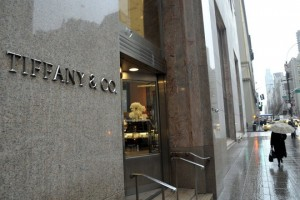 epa02646766 A pedestrian walks past Tiffany & Co. in New York, USA, on 21 March 2011. The luxury jeweler forecast higher fiscal-year sales, sending its shares up more than 6 percent.  EPA/PETER FOLEY