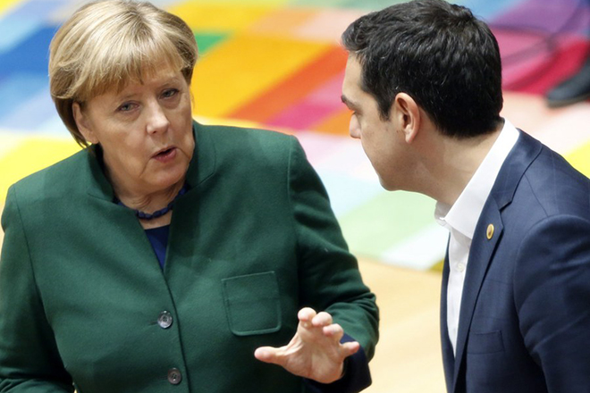 epa05840383 Germany's Chancellor Angela Merkel (L) talks to Greece's Prime Minister Alexis Tsipras during a European Union leaders summit in Brussels, Belgium, 10 March 2017.  European leaders will mainly focus on Brexit during the two-day summit after the European Council re-elected Donald Tusk as its president for a second term on 09 March 2017.  EPA/FRANCOIS LENOIR / POOL