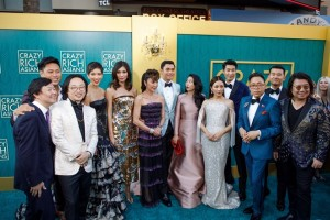 epa06934388 Cast members attend the US premiere of 'Crazy Rich Asians' at the TCL Chinese Theatre IMAX in Hollywood, Los Angeles, California, USA, 07 August 2018. The movie  opens in the US on 15 August.  EPA/EUGENE GARCIA