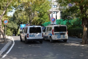 epa06959611 Police secure the area around the US Embassy to Turkey in Ankara, Turkey, 20 August 2018. Gunshots were fired from a vehicle on the Embassy on 20 August in the early morning. Nobody was injured.  EPA/STR