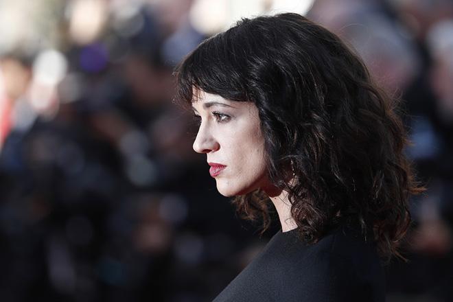 Η Άζια Αρτζέντο αρνείται οποιαδήποτε σχέση με τον νεαρό ηθοποιό που την κατηγορεί για σεξουαλική επίθεση