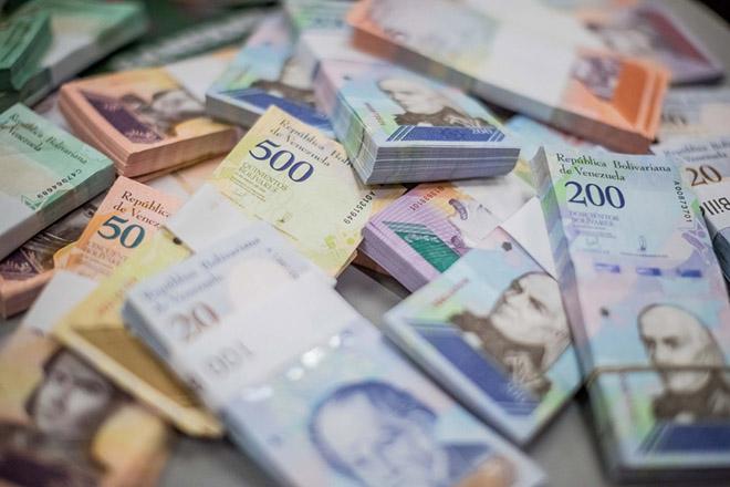 Τον δρόμο της μετανάστευσης επιλέγουν χιλιάδες Βενεζουελάνοι μετά την υποτίμηση του νομίσματος