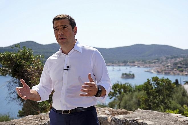 (Ξένη Δημοσίευση) Ο πρωθυπουργός Αλέξης Τσίπρας απευθύνει διάγγελμα προς τον ελληνικό λαό από το νησί της Ιθάκης, την πρώτη μετά την έξοδο από τα μνημόνια, Τρίτη 21 Αυγούστου 2018. ΑΠΕ-ΜΠΕ/ΓΡΑΦΕΙΟ ΤΥΠΟΥ ΠΡΩΘΥΠΟΥΡΓΟΥ/Andrea Bonetti