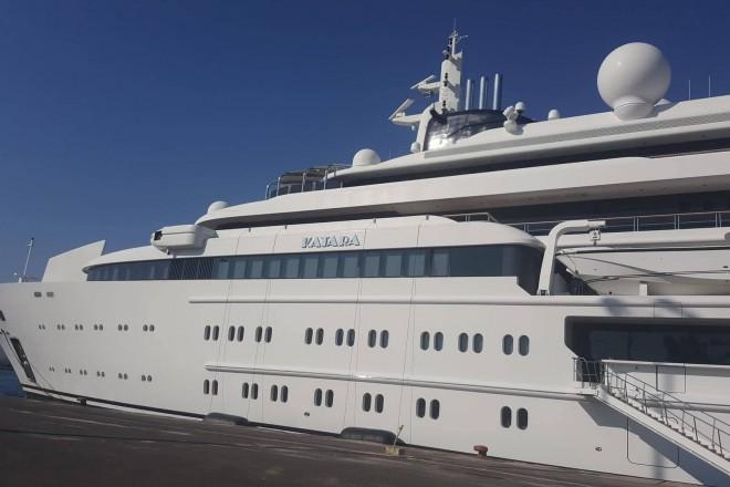 Φωτό: Το εντυπωσιακό σκάφος του πρώην εμίρη του Κατάρ στην Κέρκυρα