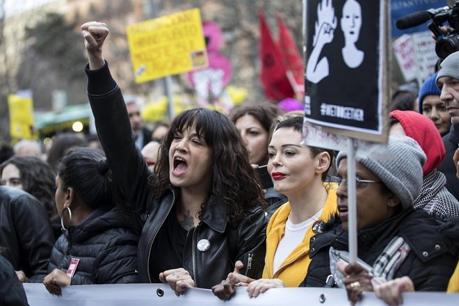 epa06589727 Actresses Asia Argento (C-L) and Rose McGowan (C-R) join a demonstration to mark the International Women's Day in Rome,Italy, 08 March 2018. Asia Argento, an Italian actress who helped launch the #MeToo movement, is launching a new movement, #WeToo, which aims to unite women against the power imbalance in favor of men. Argento helped give strength to other women to report sexual assault and harassment when she accused Harvey Weinstein of rape in an expose by The New Yorker.  EPA/MASSIMO PERCOSSI