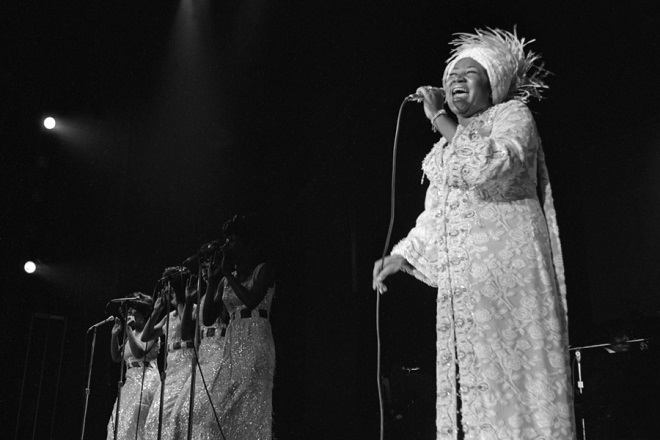 epa06954020 A handout photo made available by the Las Vegas News Bureau shows US singer Aretha Franklin performing on the opening a run of shows at Caesars Palace in Las Vegas, Nevada, USA, 13 June 1969 (issued 17 August 2018). According to media reports, Aretha Franklin has died aged 76 on 16 August 2018 at her home in Detroit.  EPA/Don English/Las Vegas News Bureau HANDOUT Mandatory Credit HANDOUT EDITORIAL USE ONLY/NO SALES/NO ARCHIVES