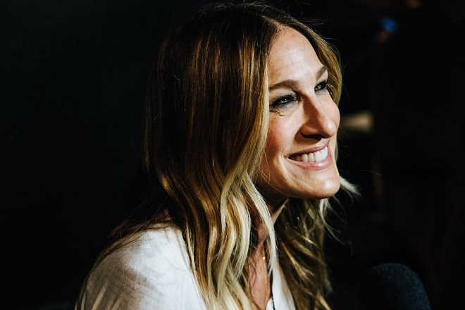 epa05789779 US actress Sarah Jessica Parker attends the Prabal Gurung show at the New York Fashion Week in New York, New York, USA, 12 February 2017. The Fall 2017 women's collections are presented from 09 to 16 February.  EPA/ALBA VIGARAY