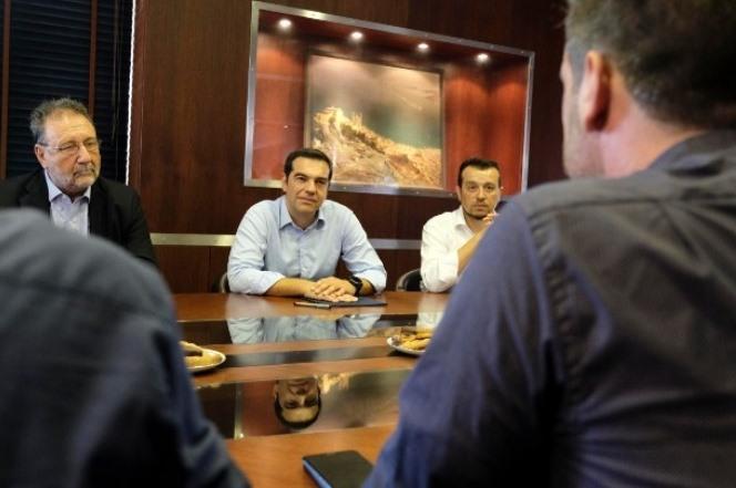 Tσίπρας από Σύρο: Επαναφορά συλλογικών συμβάσεων, αύξηση κατώτατου μισθού