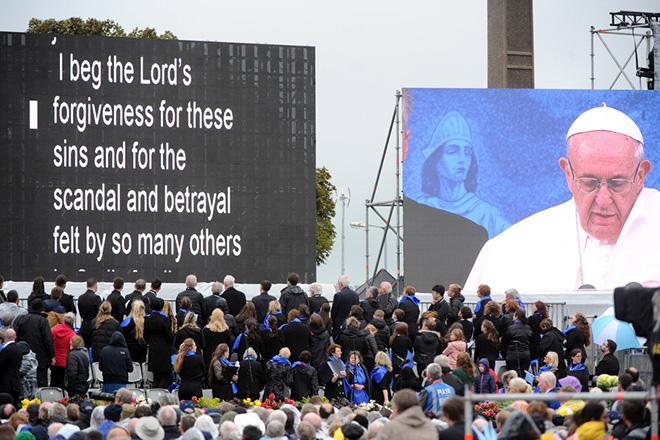 Συγχώρεση από τον Θεό ζήτησε ο Πάπας για τις κακοποιήσεις από Καθολικούς ιερείς στην Ιρλανδία