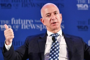 epa06042063 Jeff Bezos, Founder of Amazon, during the conference 'The Future of Newspapers' with the leading world players in the information industry, on the occasion of the 150 years of Italian newspaper 'La Stampa' in Turin, Italy, 21 June 2017.  EPA/ALESSANDRO DI MARCO