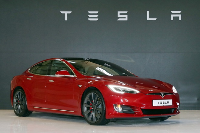 epa06803209 (FILE) -  The Tesla Model S P100D being introduced at an event in Gimpo, Gyeonggi Province, South Korea, 26 February 2018 (reissued 12 June 2018). Electric car maker Tesla will lay off about 3,600 workers mainly from its salaried ranks as it saves costs in an effort to turn a profit in the second half of the year. The person in image is unidentified.  EPA/YONHAP SOUTH KOREA OUT