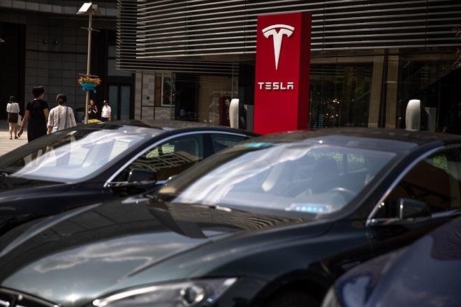 Πόρτα-πόρτα θα παραδίδονται πλέον τα οχήματα της Tesla
