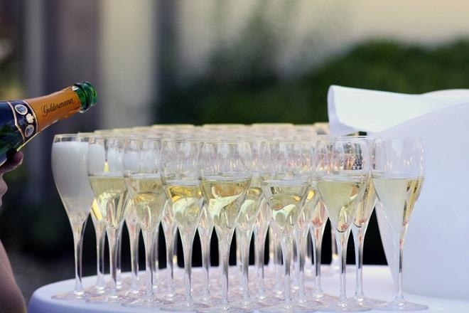 champagne glasses σαμπανια