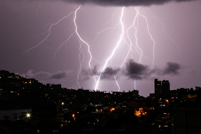 epa06977663 A view of an electric storm in Acapulco, Mexico, 27 August 2018. The Tropical Wave Number 32, which will cross the center and the south of Mexico, the approach of a new tropical wave towards the Yucatan Peninsula, areas of higher atmospheric instability that will cover a large part of the country, reported the National Water Commission (Conagua).  EPA/DAVID GUZMAN